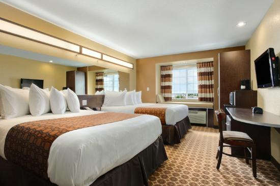 Microtel Inn & Suites by Wyndham Harrisonburg: 2QueenBeds