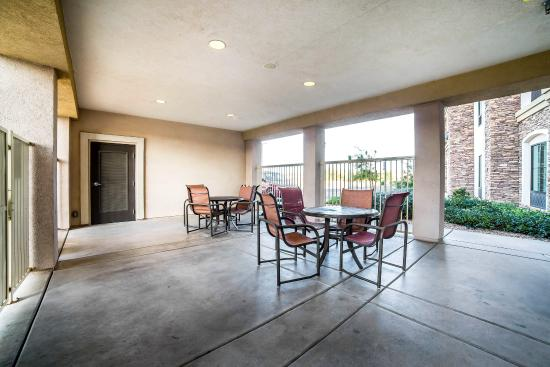 Comfort Inn & Suites Henderson: Patio