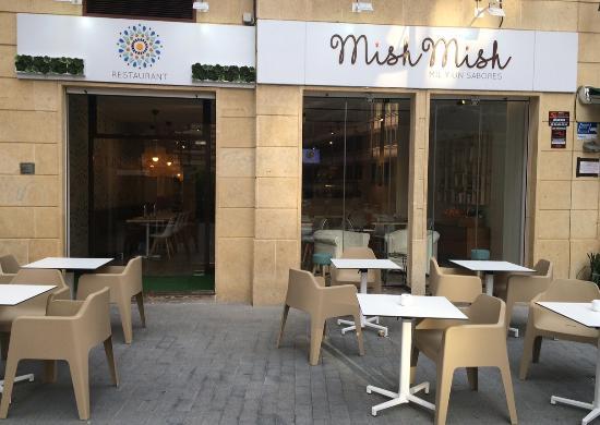 Mish Mish: Fachada y terraza