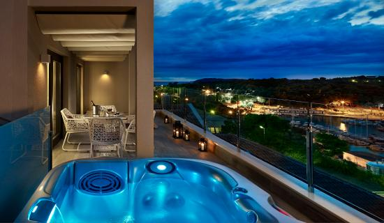 Park Plaza Histria Pula: Family suite with Whirlpool