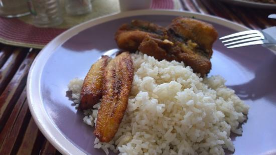 Restaurante Dona Nella: Fish, plantain and rice.