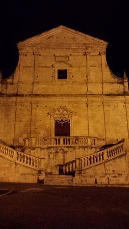Scurcola Marsicana, Italy: Chiesa SS. Trinità con scalinata barocca