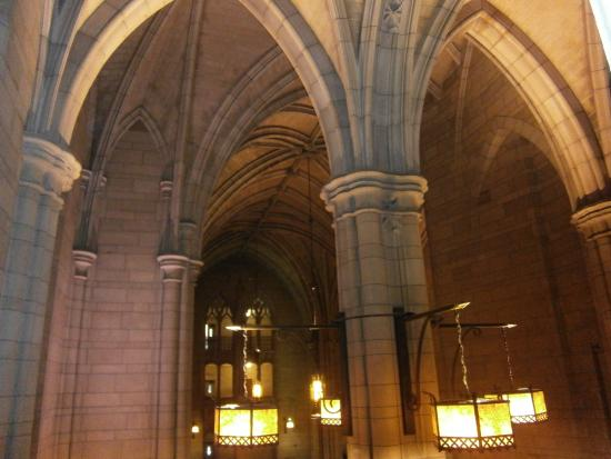 Cathedral of Learning: Wonderful architecture!