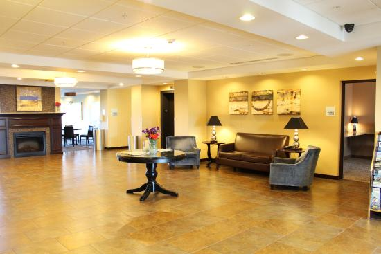 Holiday Inn Express Hotel & Suites Malone: Hotel Lobby