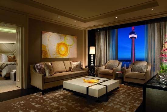 The Ritz-Carlton, Toronto: Simcoe Suite Parlor Evening View