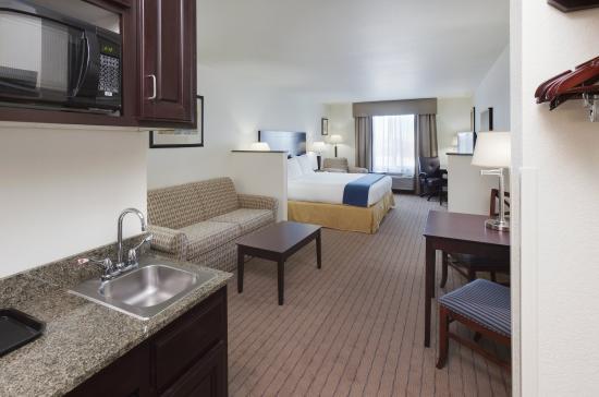 Gretna, NE: King Suite
