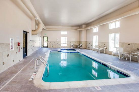 Parachute, CO: Pool with hot tub