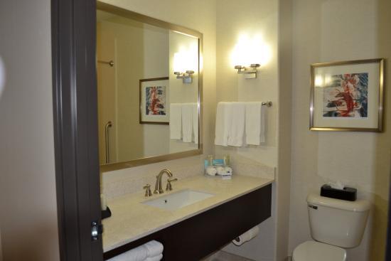 Duncan, OK: Guest Room Bathroom