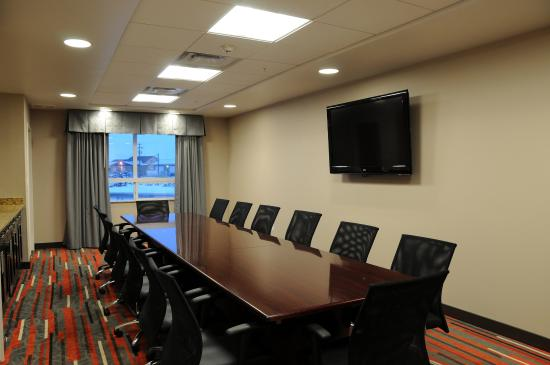 Bonnyville, Canadá: Permanent Boardroom for up to 15 People