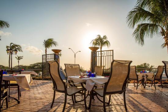La Cabana Beach Resort & Casino: Restaurant