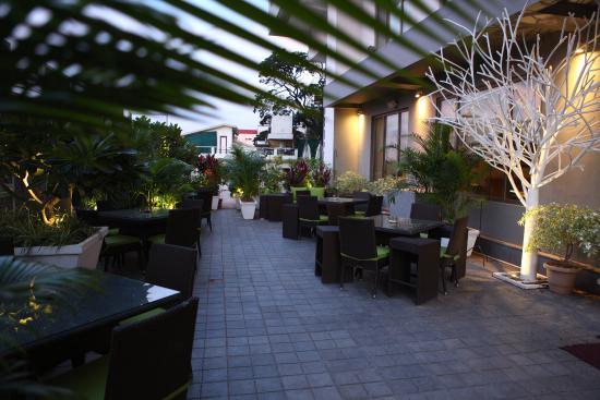 Radisson Blu Plaza Hotel Hyderabad Banjara Hills: Chill Terrace