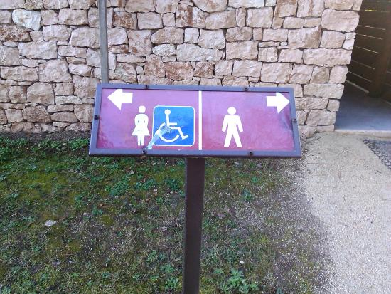 Valdagno, Ιταλία: insegne direi dappertutto.