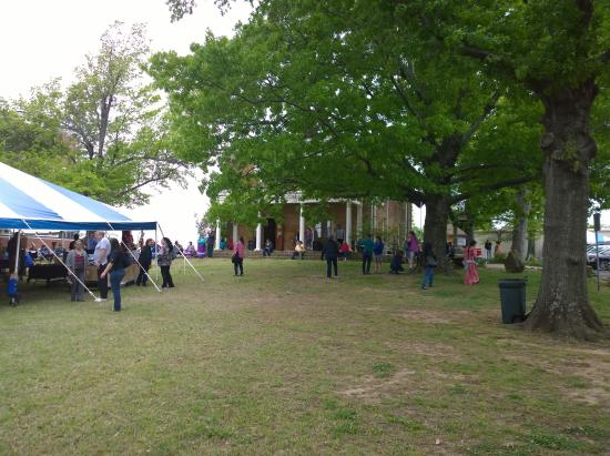 Muskogee, OK: Five Civilized Tribes Museum lawn
