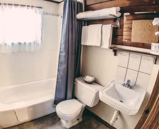 Snow Valley Motel & RV Park: One Bedroom bathroom