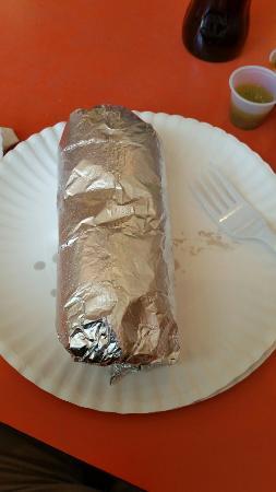 Perris, Kaliforniya: Carne asada tacos, burrito Al Pastor...well priced, very tasty...no worries about soggy tacos is