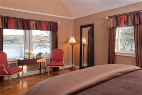 Sanbornton, NH: Lake Solitude Suite