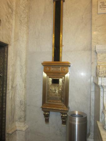 Hampton Majestic Chicago Theatre District: Старая почтовая система в коридоре отеля