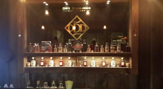 El Dorado Hills, CA: Bar in the store front