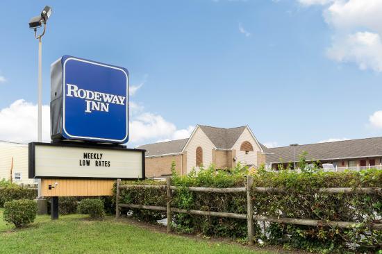 Rodeway Inn near Naval Hospital: Exterior
