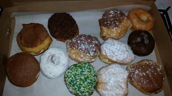 Beaver Falls, Pensilvania: Just a small selection of assorted donuts from my last trip.