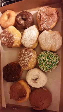 Beaver Falls, Pensilvania: Delicious homemade donuts!