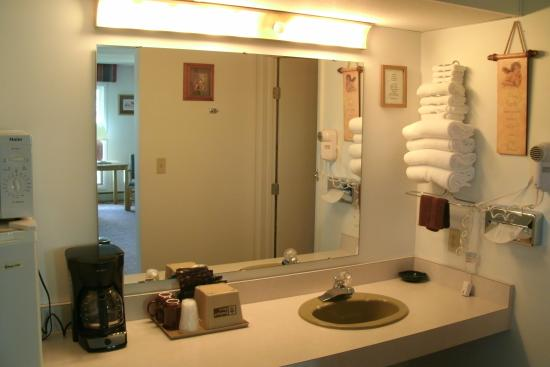 Budget Host Cloverland Motel: Micro, frig, coffee in every room!