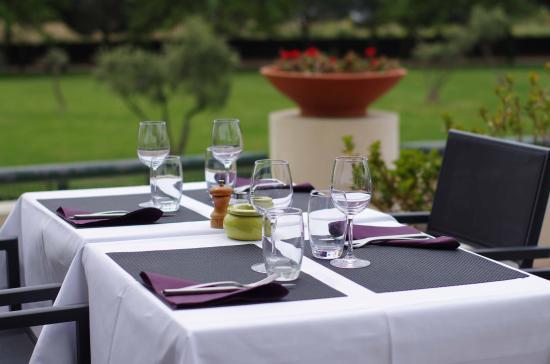 Cote Jardin : table extérieure