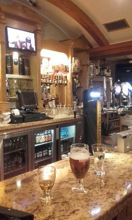 Castle Arch Hotel: 20160420_214451_large.jpg
