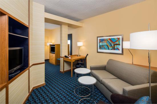 Fairfield Inn & Suites San Antonio Airport/North Star Mall: King Suite - Living Room