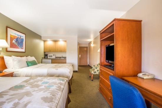 Hawthorn Suites by Wyndham Tempe/mesa/phoenix Area: 2 Queen Beds Wetbar Suite