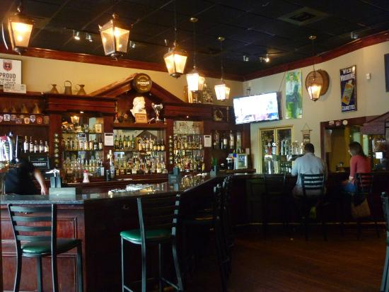 O'Faolain's Irish Pub: Bar