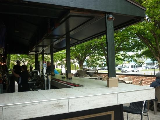 O'Faolain's Irish Pub: Outdoor Bar/Patio