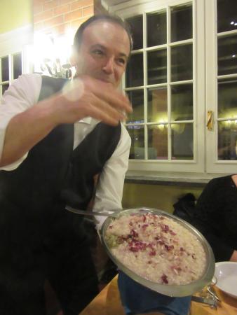 Province of Biella, İtalya: l'ottimo risotto servito dal titolare