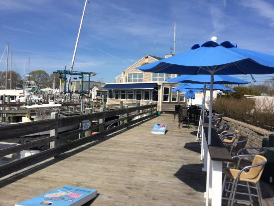 Stonington, CT: Outdoor eating adjacent to public dock