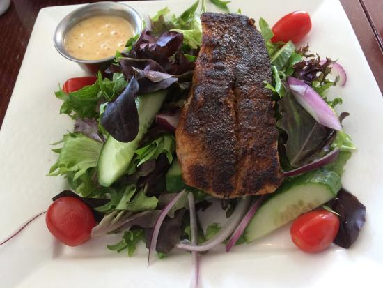 Stonington, CT: Lunch special - Mahi Mahi served on fresh salas - DELICIOUS!