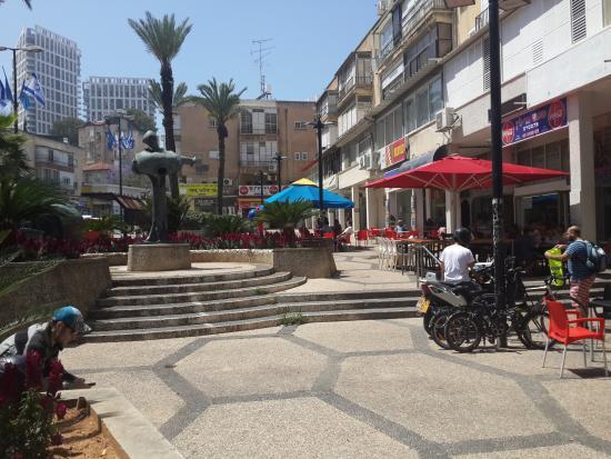 Ramat Gan, Israël: opposite the hotel