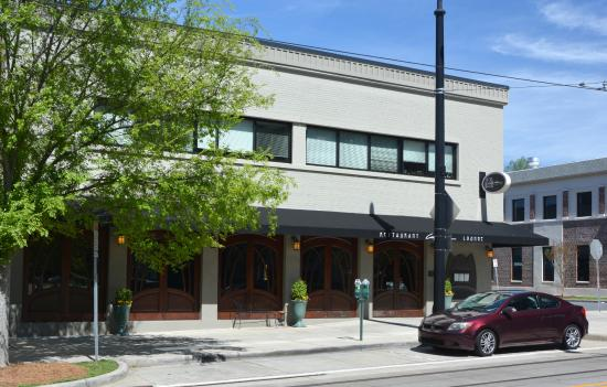 Carpe Diem Restaurant & Caterers : View from across the Streetcar Tracks