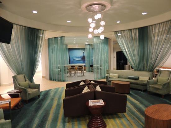 SpringHill Suites Corona Riverside: Lounge Area.