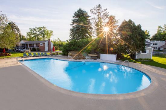 Yankee Inn: Outdoor Heated Pool