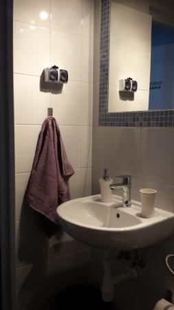 The Secret Garden Hostel: Banheiro