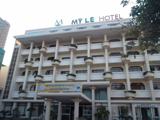 My Le Hotel: I stayed at the second floor seafront room