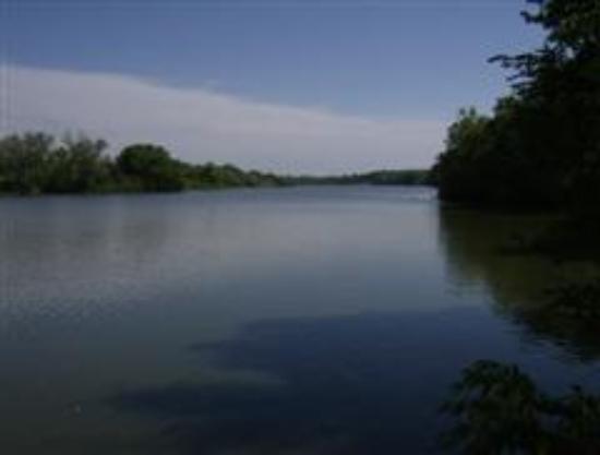Chariton, IA: Fishing at Lake Ellis just a short walk from Motel