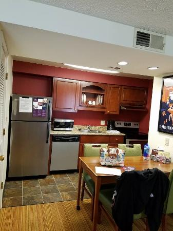 Residence Inn Portland Downtown/Lloyd Center: kitchen
