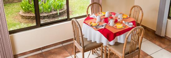 Grecia, Costa Rica: inside breakfast area