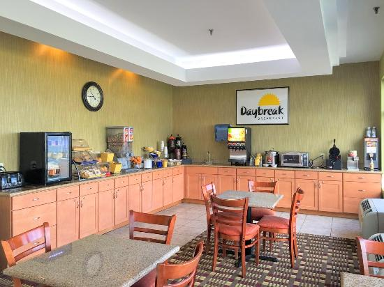 Days Inn Windsor Locks at Bradley International Airport: Breakfast Station
