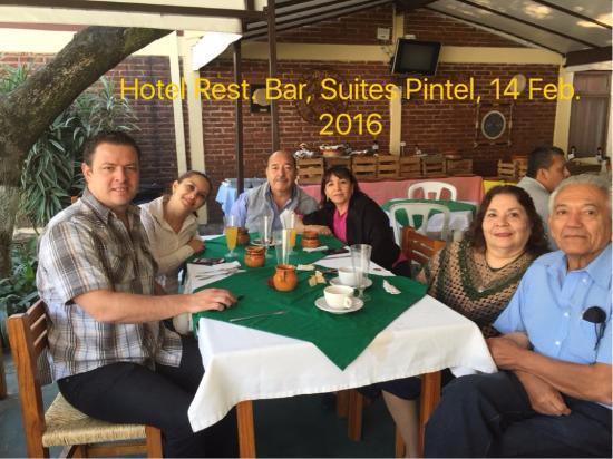 Suites Pintel : Compartiendo la mesa con la familia