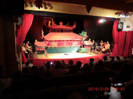 Golden Dragon Water Puppet Theater Bild