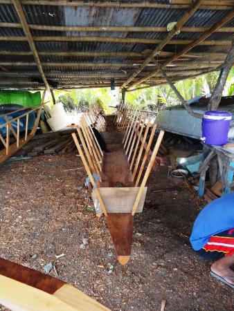 """Balamban, Filipinas: """"Bootswerft"""" am Strand"""