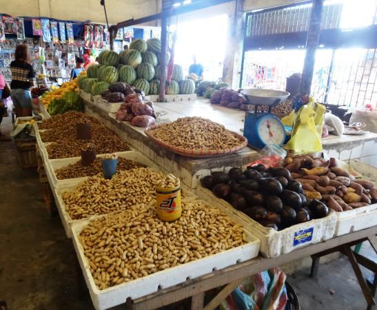 Balamban, Filipinas: Viele Märkte für Einheimische