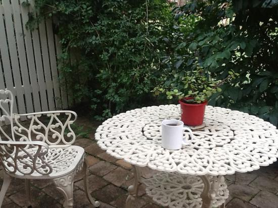 Maleny Hills Motel : Each room has its own little courtyard, very beautiful and very peaceful.